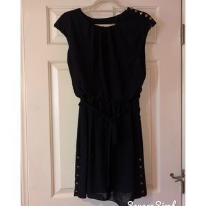 GUESS black dress w/ tie and gold detail 👗👠